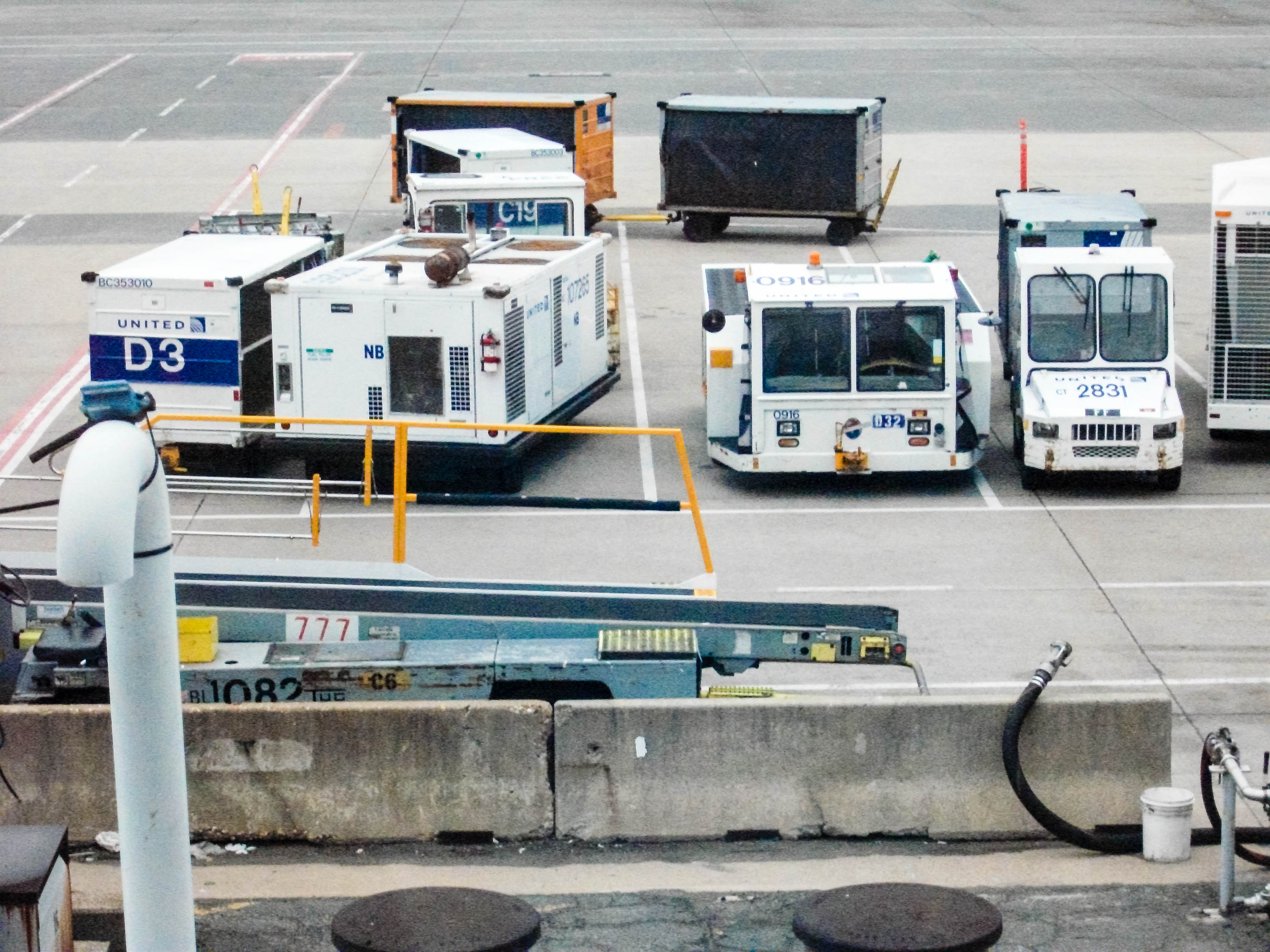 airport vehicles luggage drivers