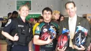 Herndon Police, the George Mason University Bike Club and Herndon law firm ABRAMS LANDAU injury lawyer Doug Landau fit each 6th grader with a brand new bike helmet at Herndon Elementary School