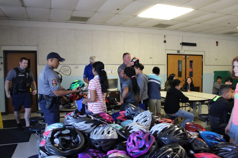 fairfax county police helping give away bike helmets at clearview elementary school for abrams landau lids on kids